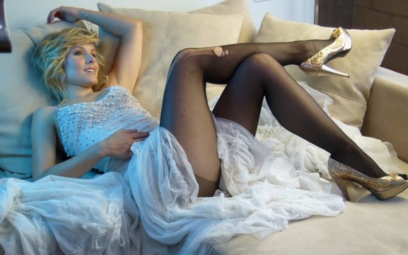 kristen-bell-ripped stockings-sexy