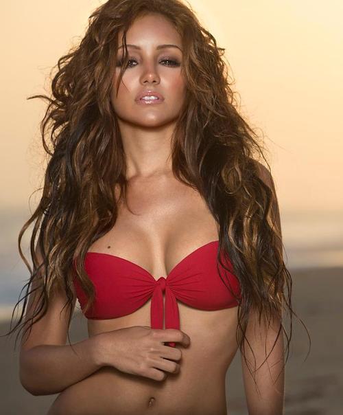 Melanie Iglesias - hot pic red bikni