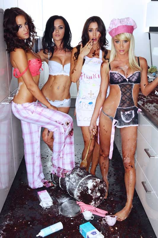 Naked-bikini-lingerie-women-cooking-kitchen
