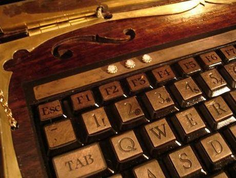 Datamancer's-steampunk-laptop-2