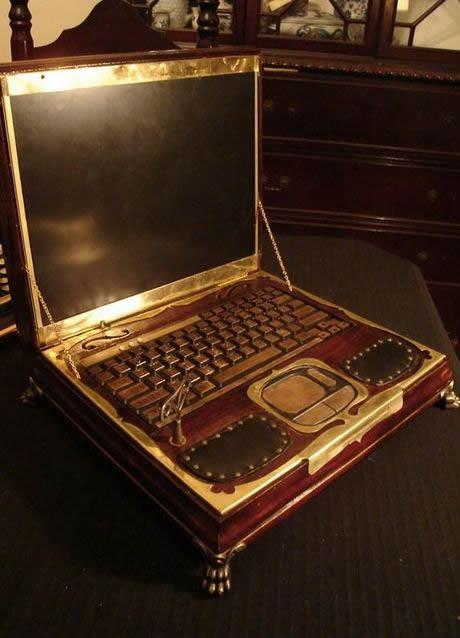Datamancer's-steampunk-laptop