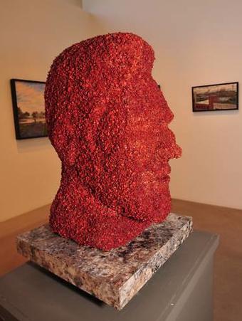 kevin-bacon-bacon-statue