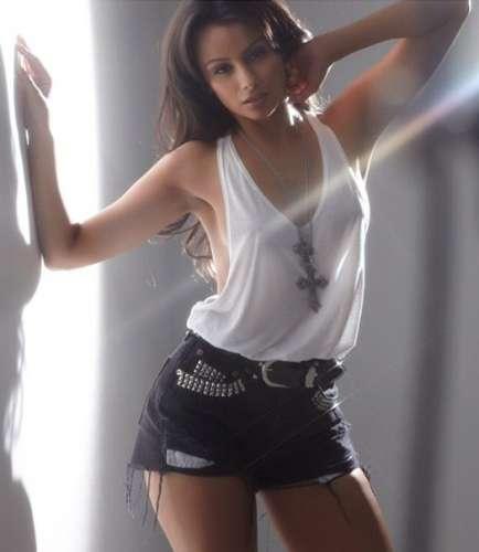 Nazanin Mandi model
