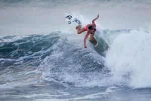 Tia-Blanco-surfing-3