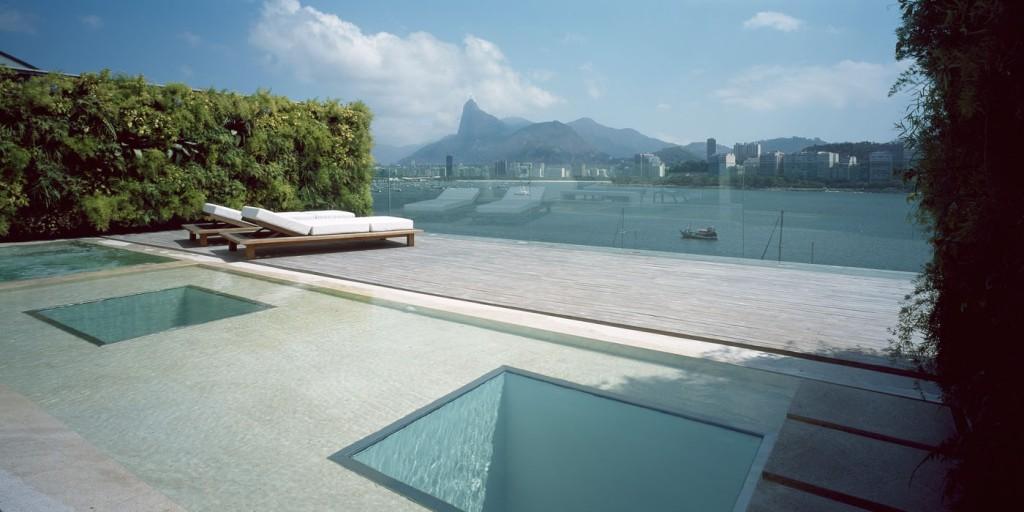 Bachelor-pad-swimming-pool-9