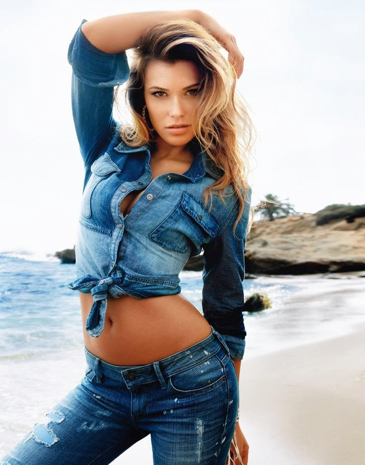 Samantha Hoopes model