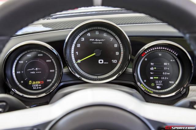 Porsche 918 Spyder dashboard
