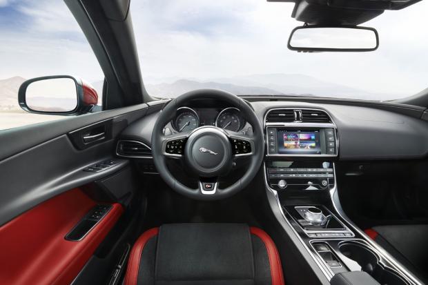 jaguar-xe-10