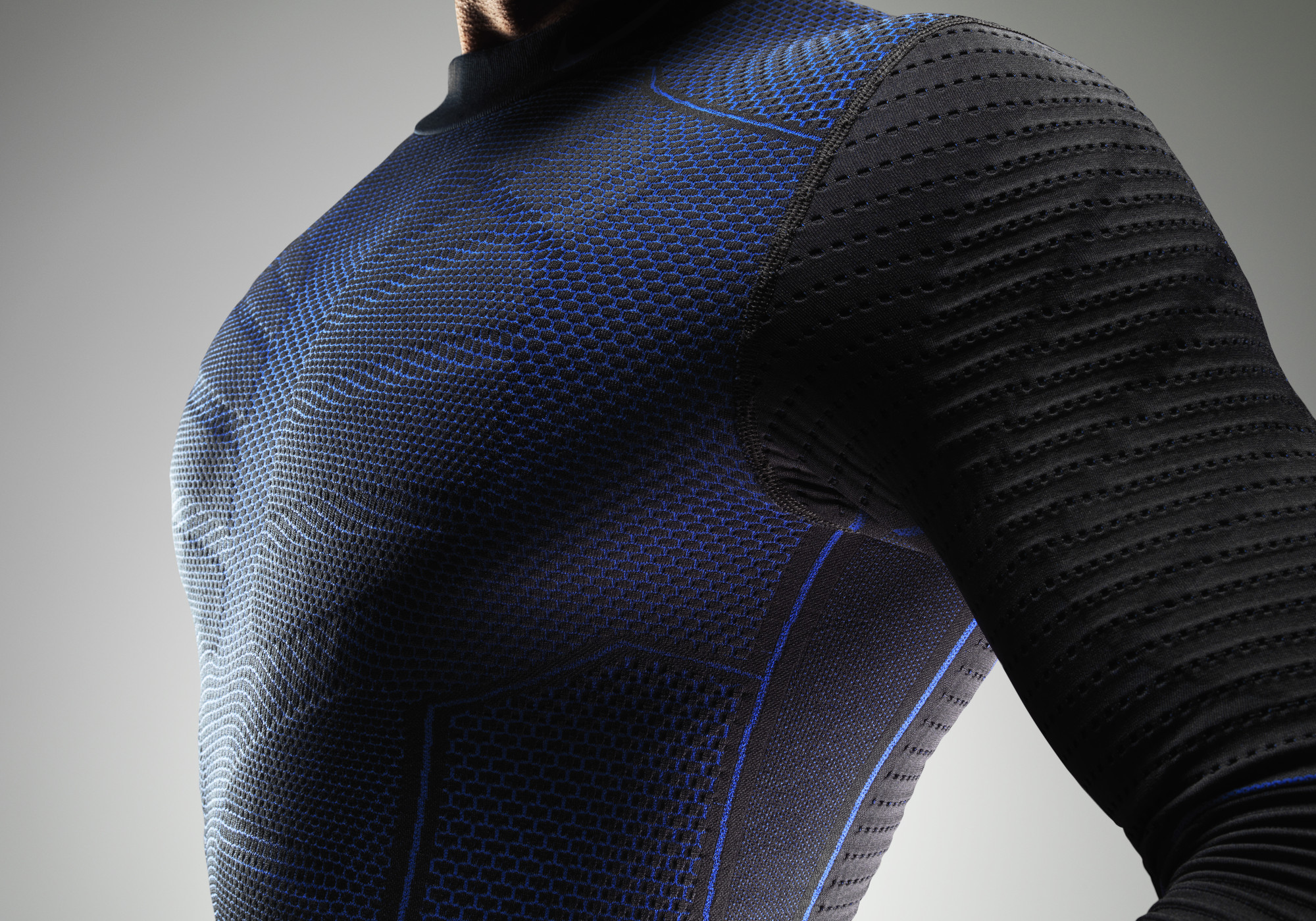 d6e9499017d4e Nike Pro Combat Hyperwarm Flex Base Layer for Winter Athletes - Urbasm