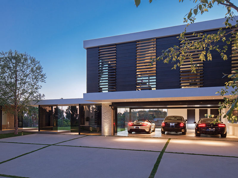 Million-Mansion-Garage