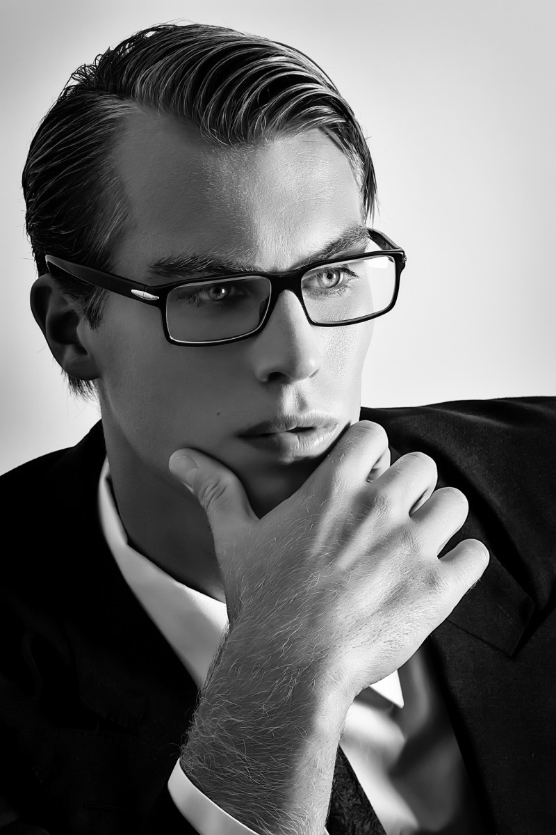 3 Emerging Fashion Trends In Men's Eyewear
