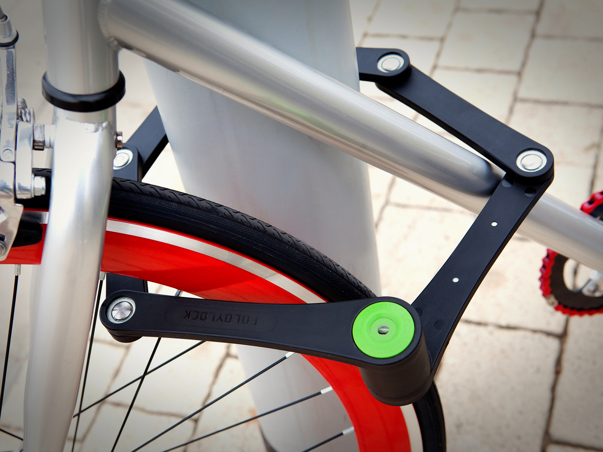 foldylock bike lock go ahead ruin a thief 39 s day urbasm. Black Bedroom Furniture Sets. Home Design Ideas