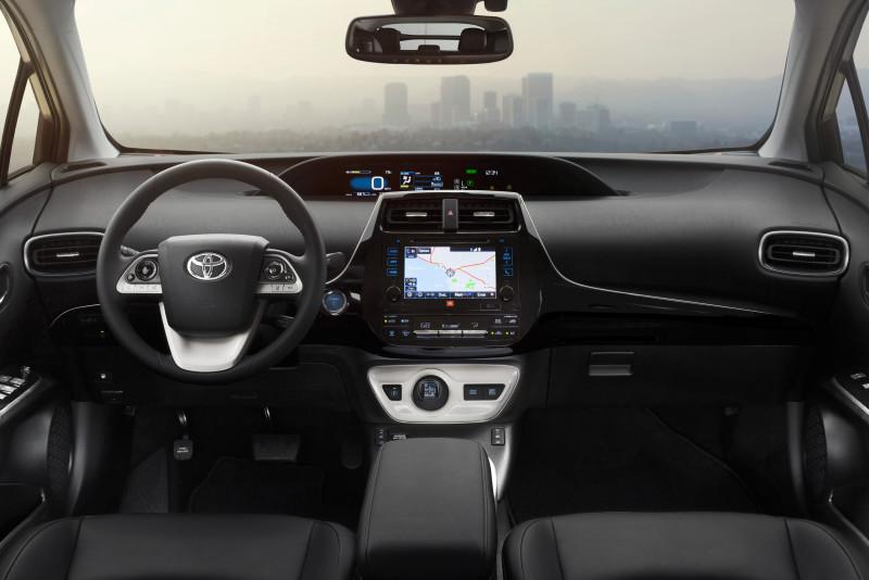 2016_Toyota_Prius_003_BFD9231177B78208254C9F2E776C8576C9520309