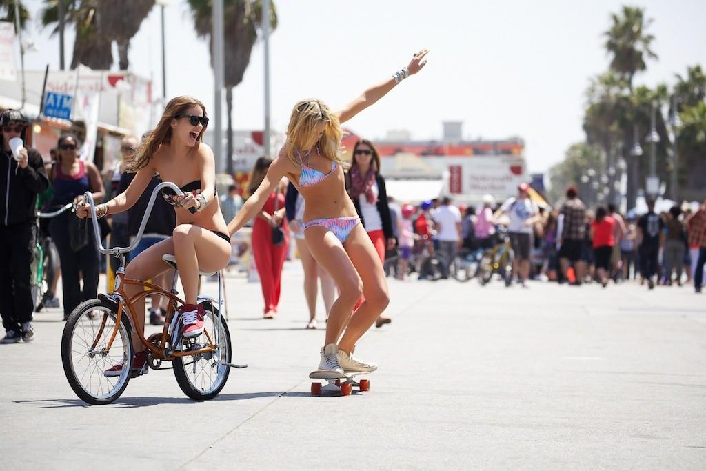 bikini girls skateboard