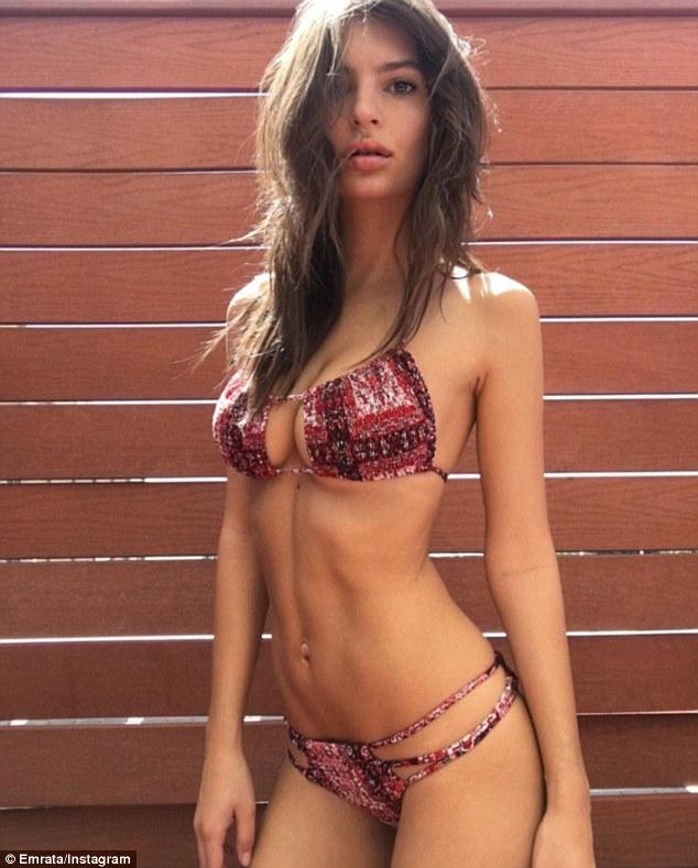 Emily Ratajkowski underboob