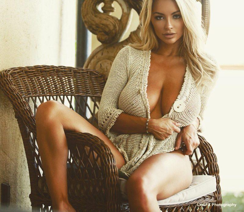 Lindsey Pelas hot