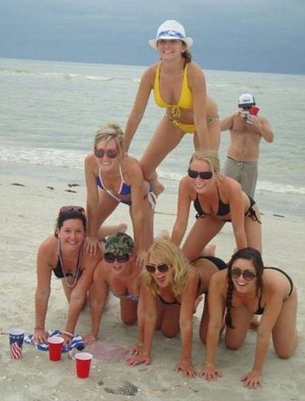 beach women pyramid