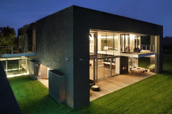 zombie-proof-house-picture