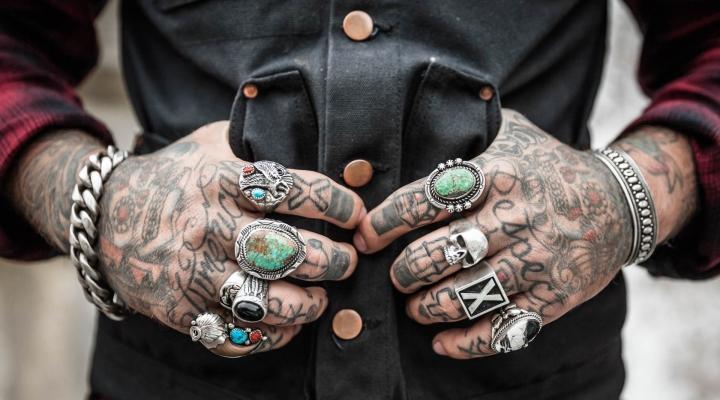 tats and rings