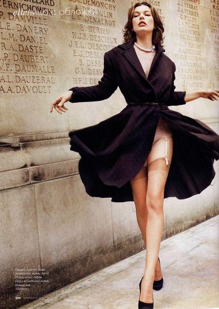 Milla Jovovich - windy skirt