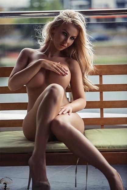hand bra Nude