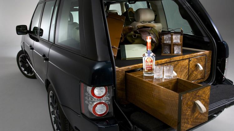 Holland & Holland Range Rover glamping bar