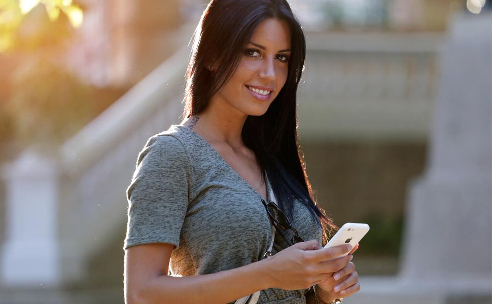 women texting vague messages