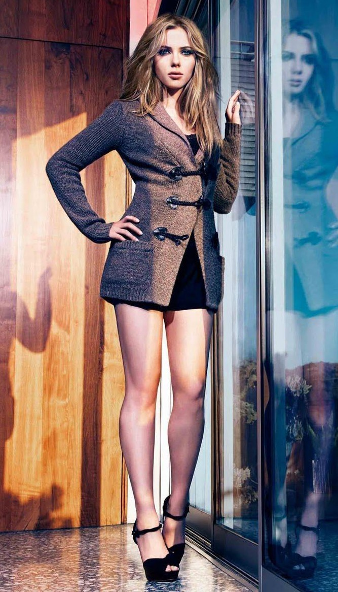 Scarlett Johansson - short skirt - Urbasm